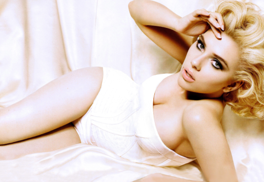 Scarlett Johansson Cleavage Picture