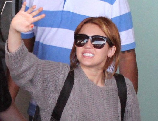 Miley Waves in Rio