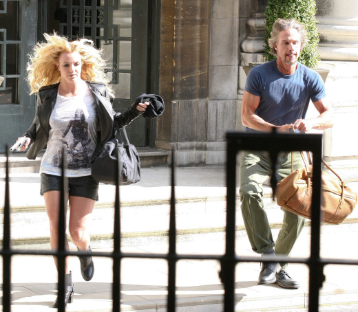 Britney and Jason Make a Run For It!