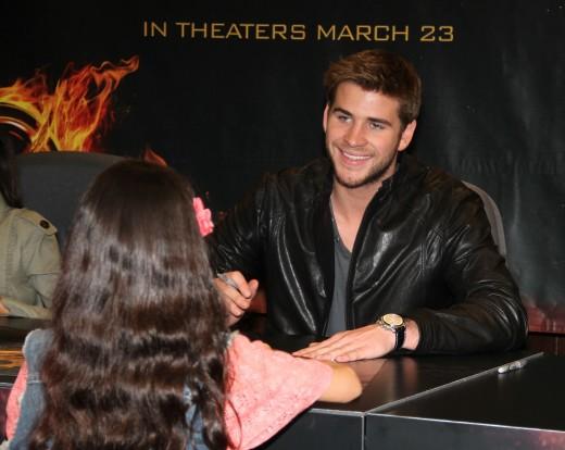 Liam Hemsworth Signing