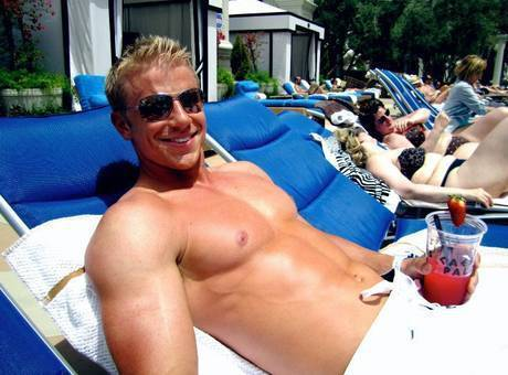 Sean Lowe Shirtless