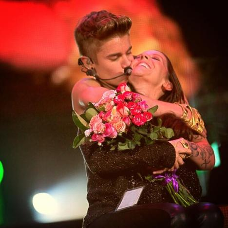 Justin Bieber, Mother: On Stage