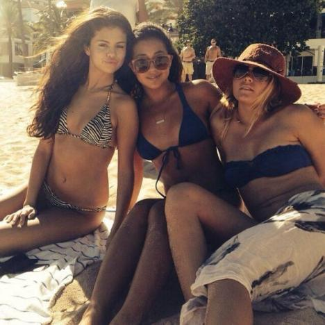 Selena Gomez Hot in a Bikini