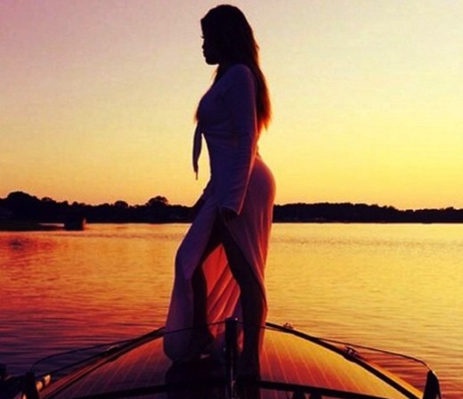 Khloe Kardashian Sunset Photo