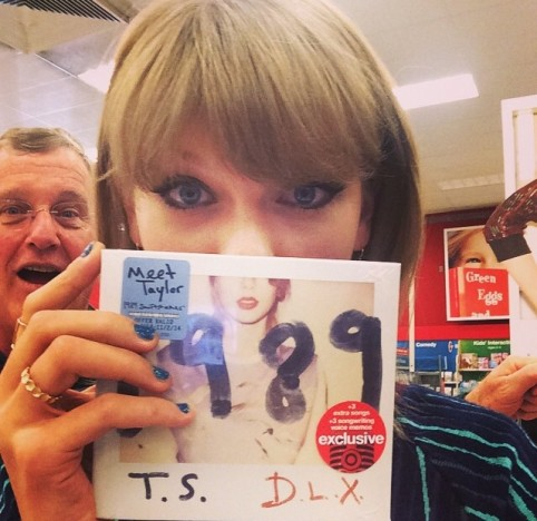 Taylor Swift: Dad Photobomb