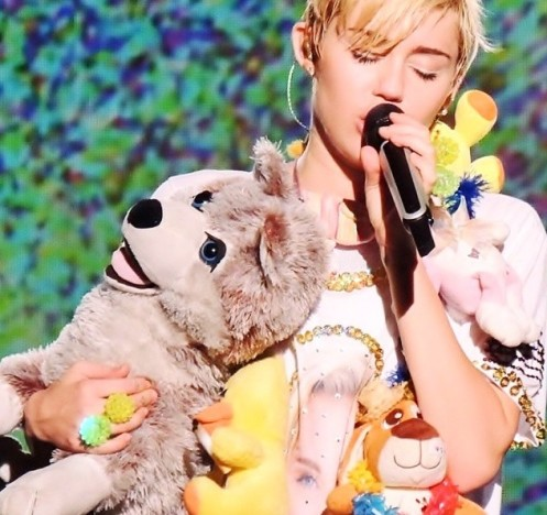 Miley Cyrus Mourns Floyd