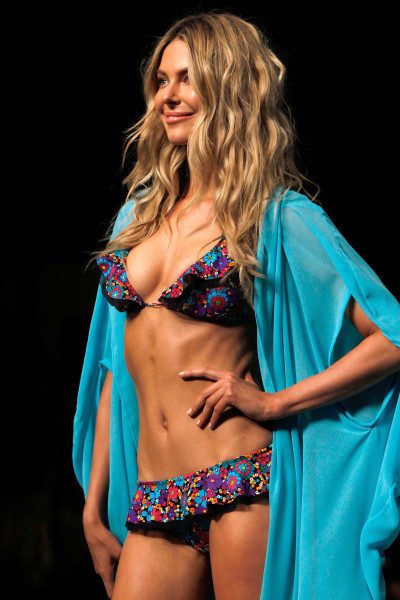 Jennifer Hawkins on the Catwalk