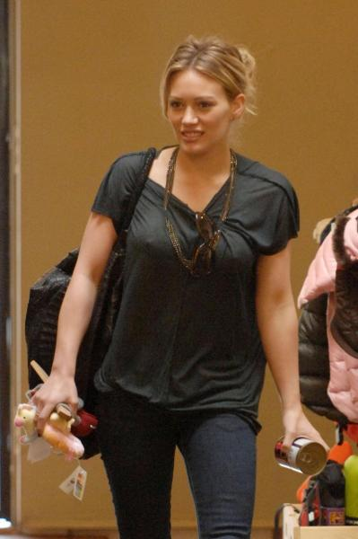 Hilary Duff Shops for her Cat