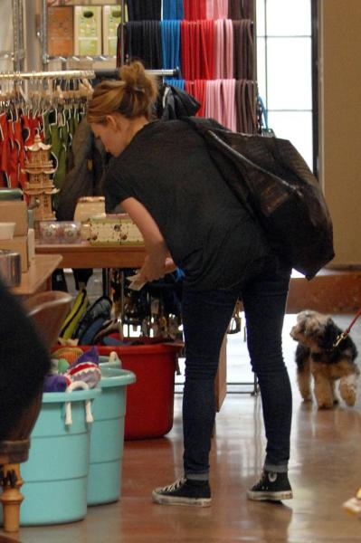 Hilary Duff's Cat Cleans Up