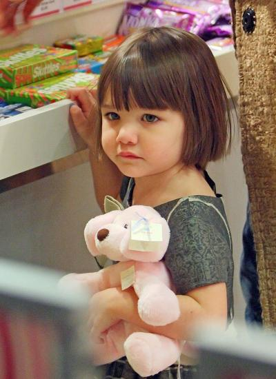 Suri and Bear Go Holiday Shopping