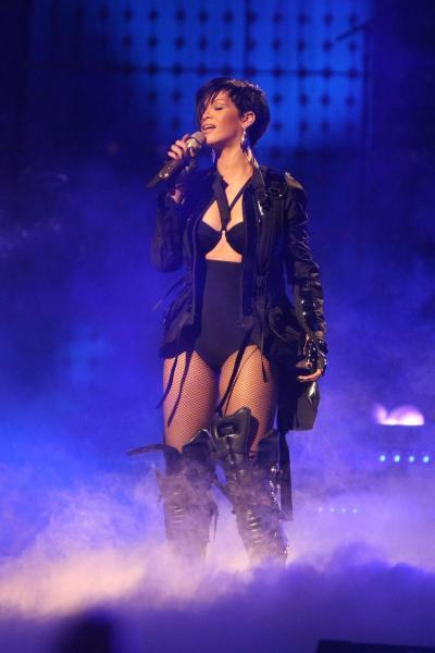 Rihanna Performs