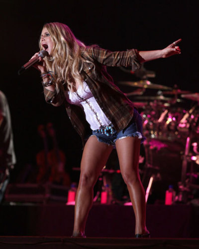 Jessica Simpson Performs