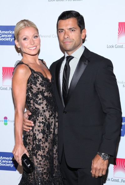 Kelly Ripa, Husband