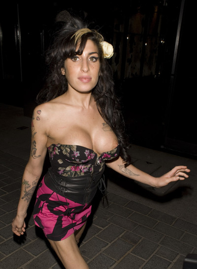 Amy Winehouse, Fake Boobs