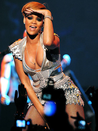 Insane Rihanna Cleavage