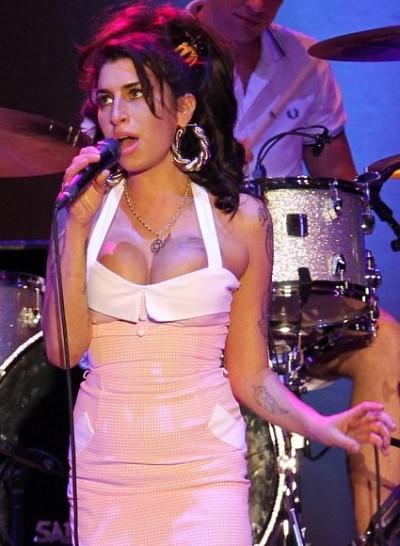 Amy Winehouse Cleavage Shot