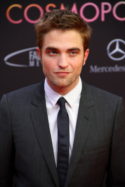 Robert Pattinson Premiere Pose