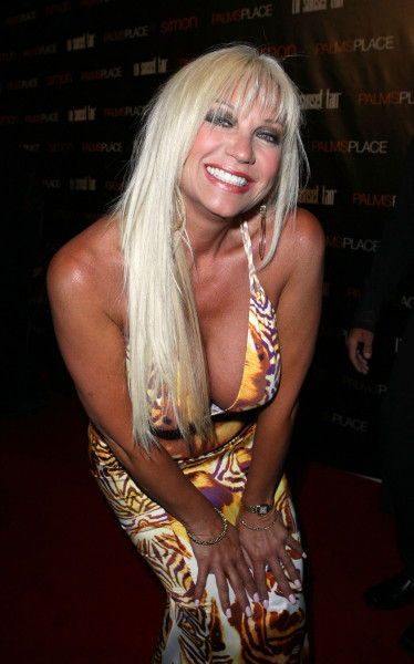 Linda Hogan Cleavage