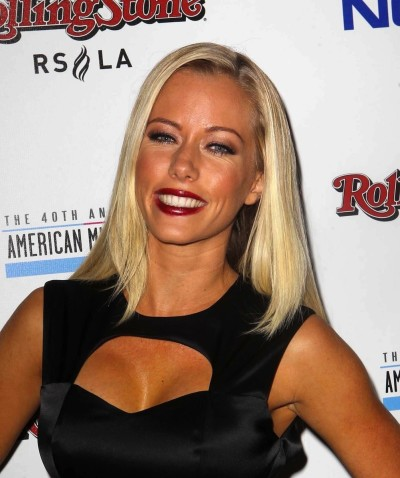 Kendra Wilkinson, Cleavage Pic