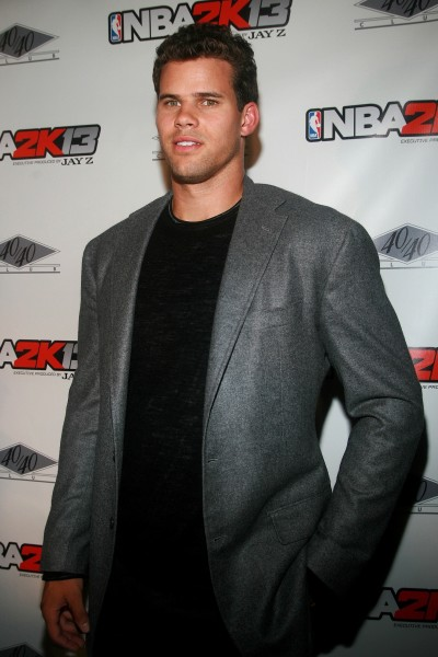 Kris Humphries Pose