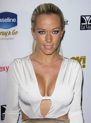 Kendra Wilkinson Cleavage Photo
