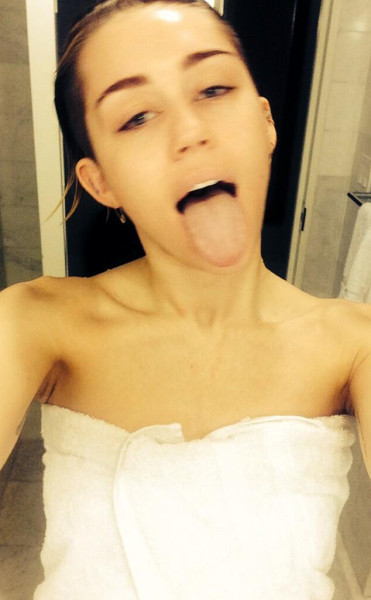Miley Cyrus, Shower Selfie