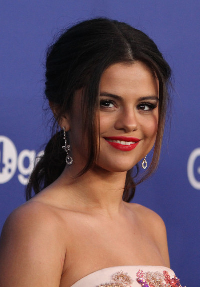 Selena Gomez Red Carpet Photo
