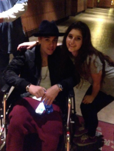 Justin Bieber Uses Wheelchair during Disneyland: WHY?!?